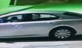 بالفيديو.. القبض على شخص سرق مركبة وبداخلها امرأة بحي طويق