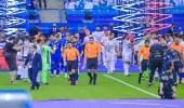 شاهد.. بطل الدوري وبطل كأس وممر شرفي تاريخي يحدث لأول مرة في الدوري