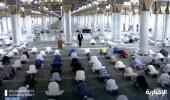 شاهد.. المصلون يؤدون صلاة الظهر في المسجد النبوي وسط بيئة صحية تعبدية