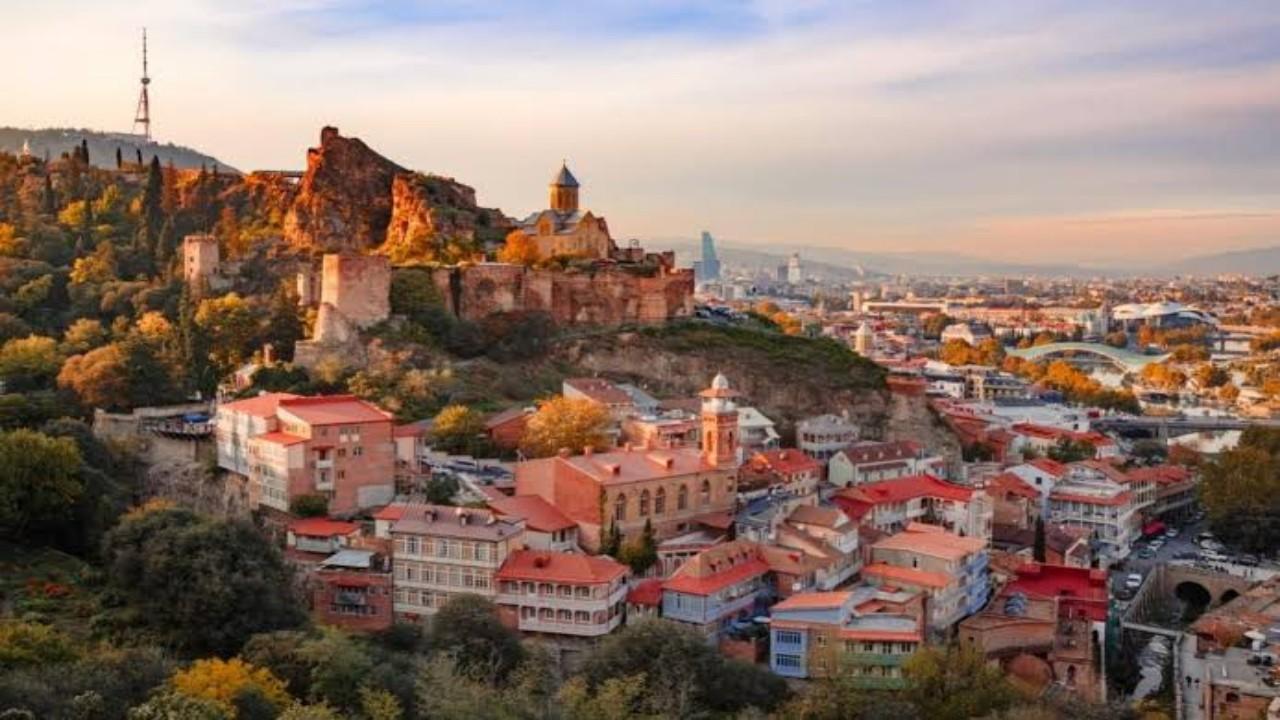 سفارة المملكة في جورجيا تكشف اشتراطات السفر إليها