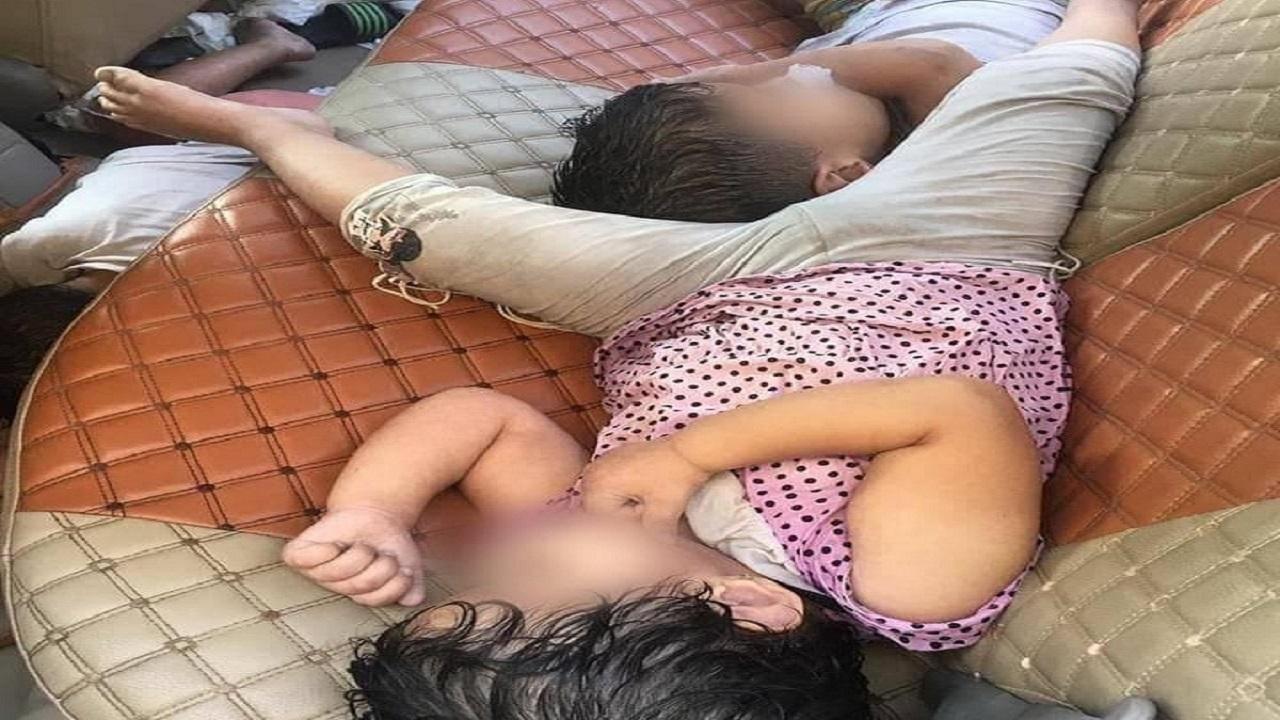 3 أطفال يلقون مصرعهم خنقًا إثر تركهم في سيارة مغلقة