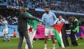 رياض محرز يرفع علم فلسطين خلال احتفال مانشستر سيتي بلقب البريمرليغ