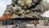 شاهد.. حريق ضخم في مجمع بتروكيماويات بإيران