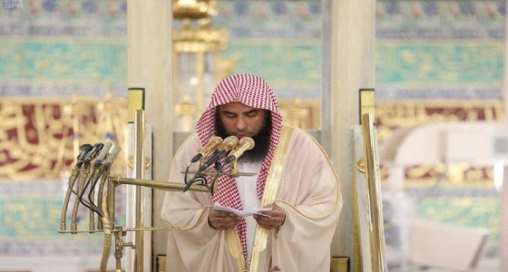 شاهد.. بكاء إمام وخطيب المسجد النبوي أثناء الدعاء لفلسطين