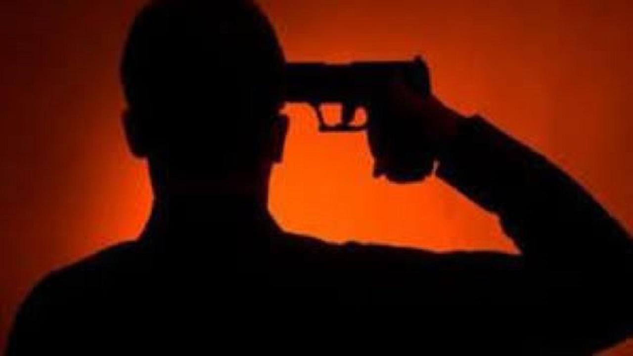 """شاب يطلق النار على رأسه بالخطأ أثناء تصوير مقطع لـ """"تيك توك"""""""