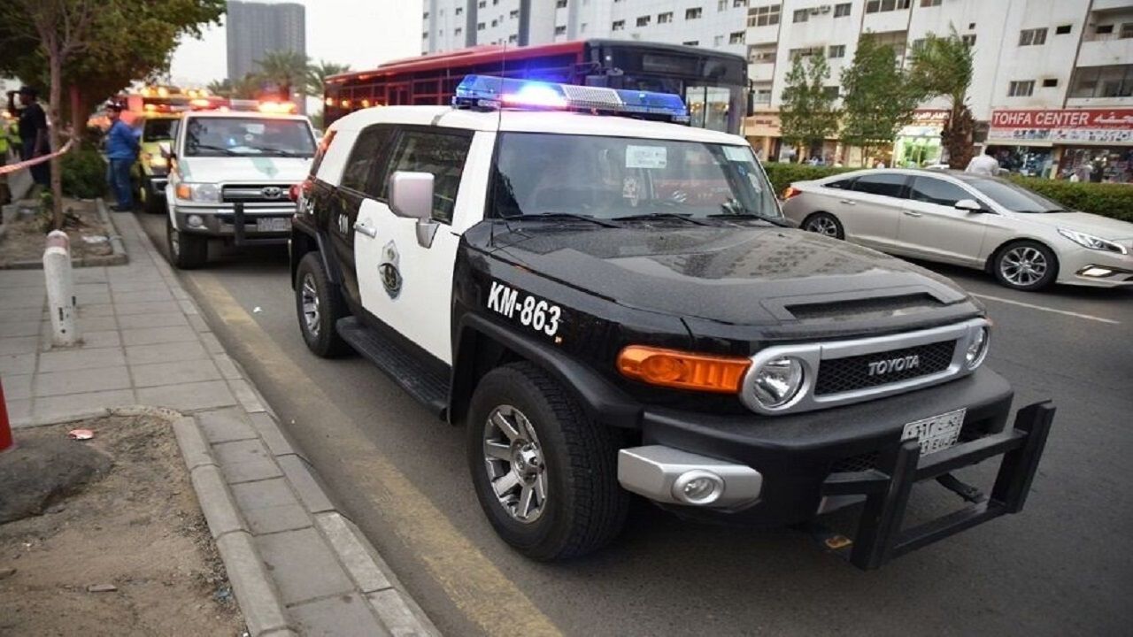 القبض على 5 أشخاص تسببوا في تصادم مركبتين لخلاف بينهم في الرياض