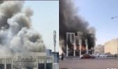 شاهد.. حريق هائل يلتهم مجمع تجاري في الكويت