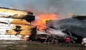 اندلاع حريق هائل بمخزن أخشاب في لحج اليمنية