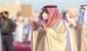أمير تبوك يتقدم جموع المصلين لأداء صلاة عيد الفطر المبارك