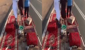 بالفيديو..القبض على 6 مواطنين ظهروا في فيديو يؤدون حركات استعراضية على شاحنة نقل بحائل