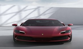 فيراري تطرح سيارة رياضية هجينة بسعر 321 ألف دولار