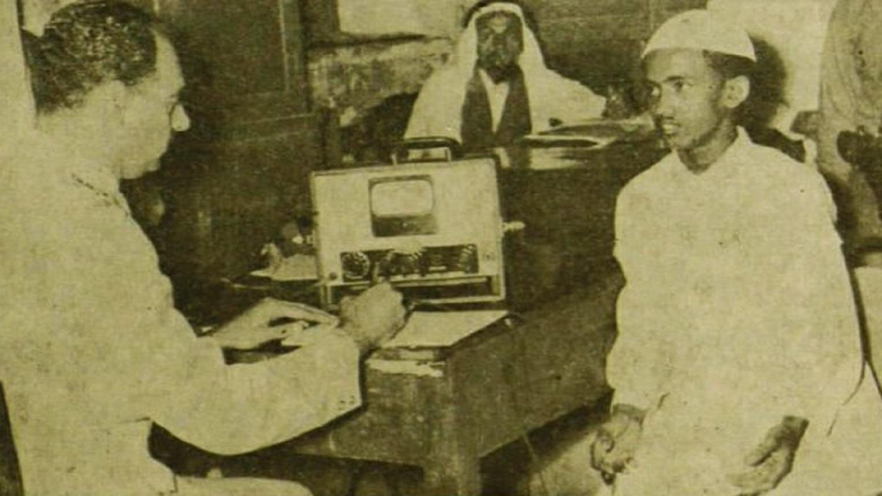 صورة نادرة لتجربة جهاز كشف الكذب على أحد المواطنين قبل 65 عاما