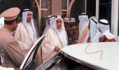 صورة نادرة تكشف لحظة خروج الملك فيصل من مبنى إمارة الرياض