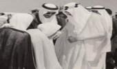 شاهد.. صورة نادرة تجمع الملك سعود وخادم الحرمينوالأمير محمد بن سعود