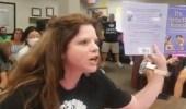 بالفيديو.. سيدة أمريكية تهاجم المناهج الدراسية لاحتوائها على صور خادشة للحياء