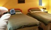 صاحب شاليه يثبت كاميرات سرية في غرف النوم بالكويت