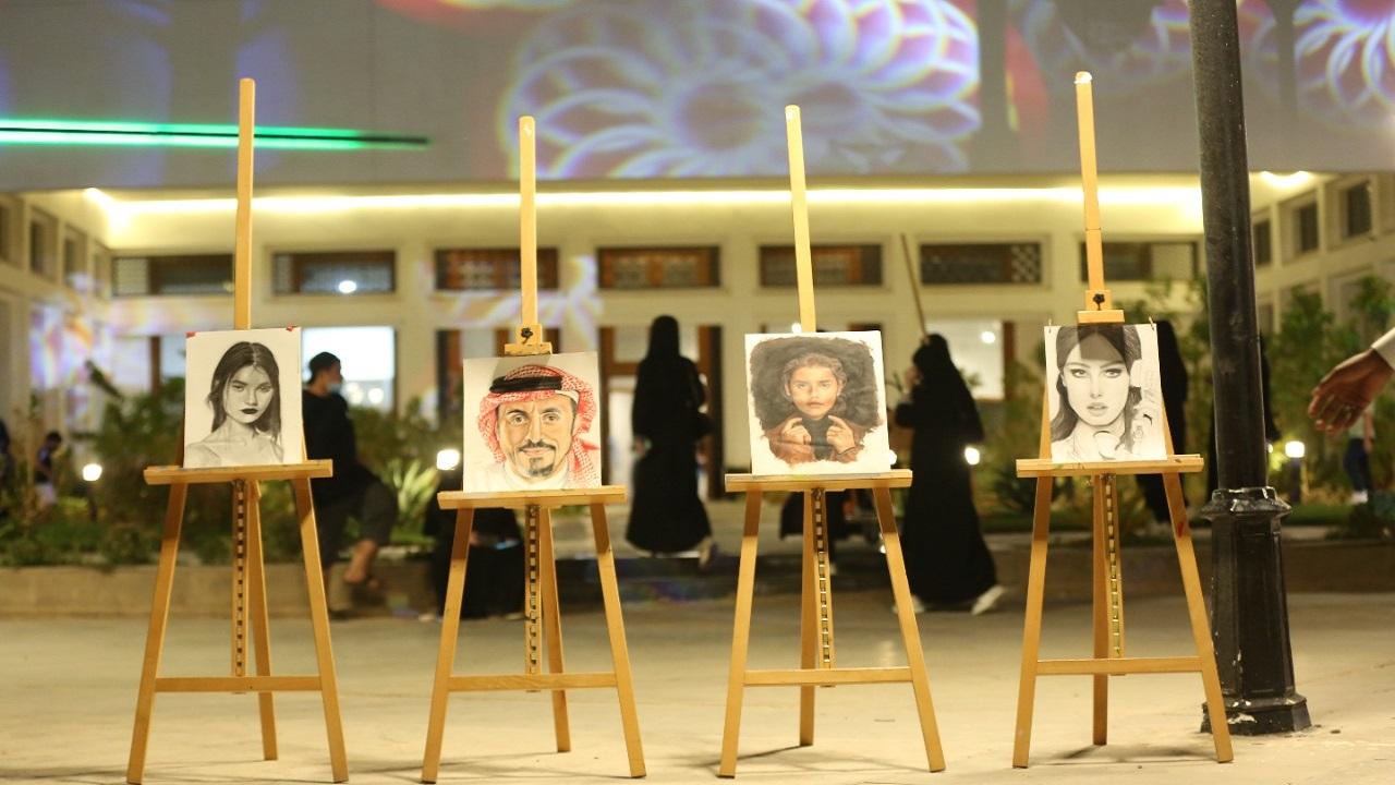 بالصور.. فرح تخطف جائزة الرسم في فعاليات حكاية بالمدينة
