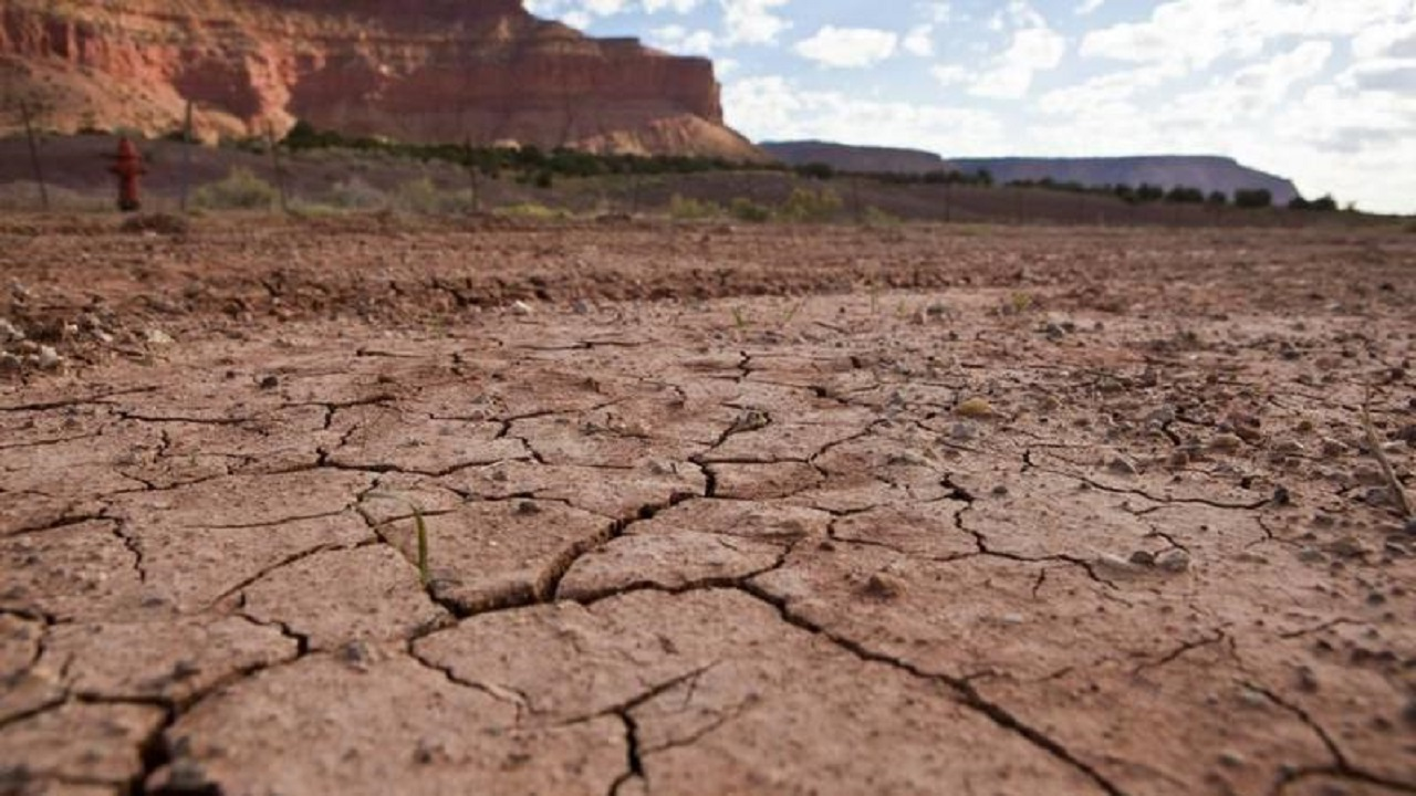 """حاكم ولاية أمريكية يدعو السكان لإقامة """"صلاة استسقاء"""" بسبب الجفاف"""