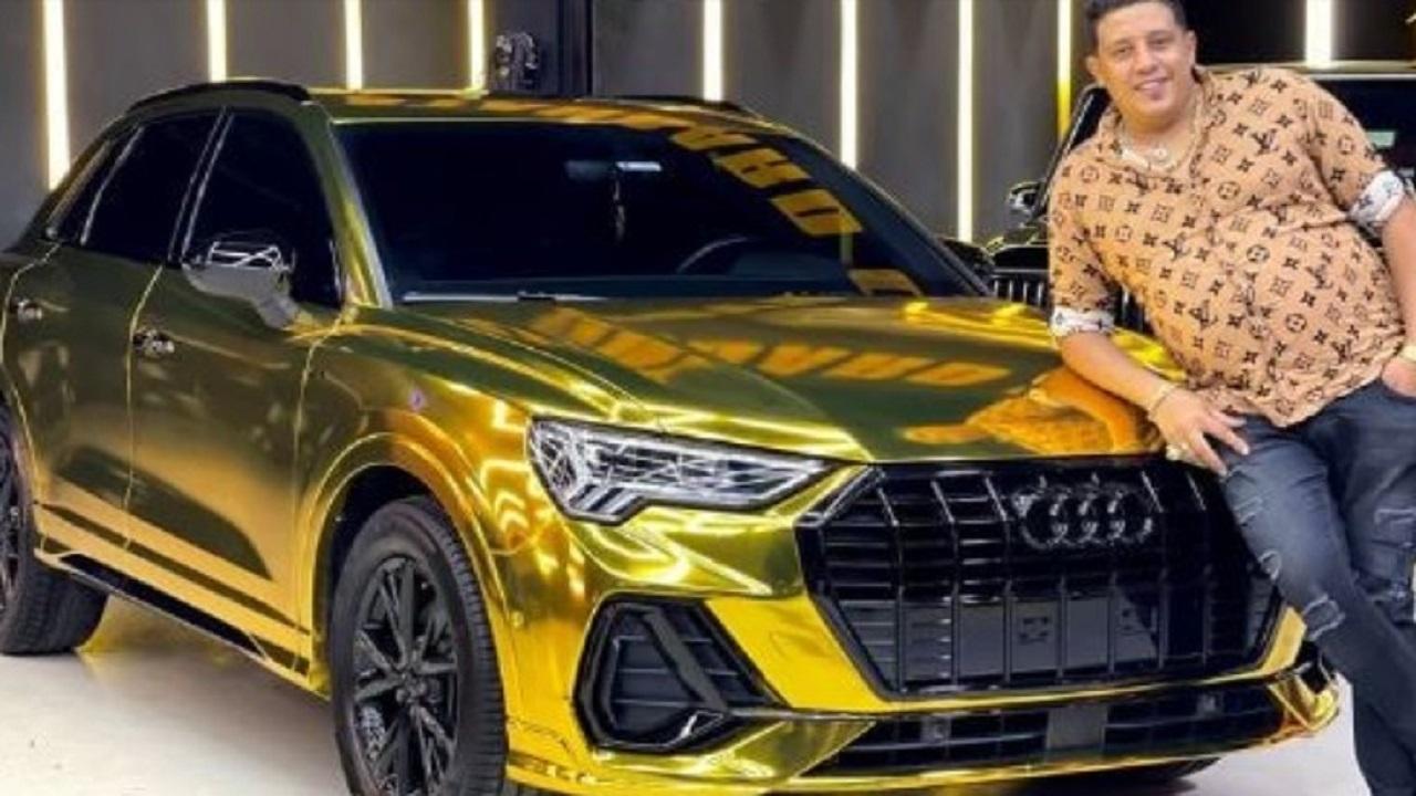 حمو بيكا يعلن عن شرائه سيارة جديدة مطلية بالذهب