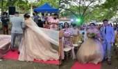 بالفيديو.. شاب يختبئ أسفل فستان زفاف عروس بسبب الرياح