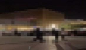 شاهد..لحظة القبض على مغني راب في إحدى المجمعات بالرياض