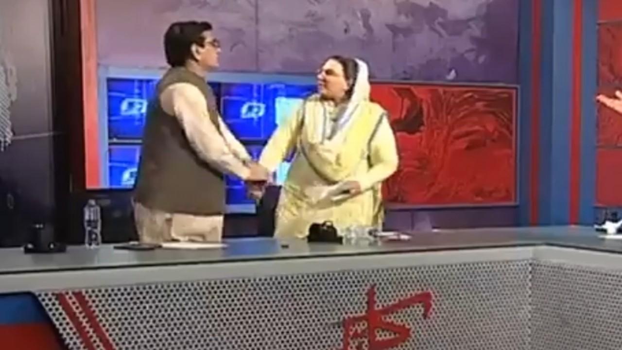 بالفيديو.. وزيرة باكستانية تصفع نائب برلماني على الهواء