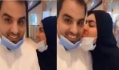 بالفيديو.. أميرة الناصر تحدث ضجة بعد تقبيل زوجها داخل مجمع تجاري