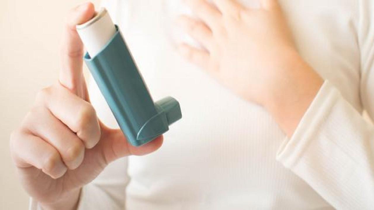 الصحة: بخاخ حساسية الصدر لا يعتبر من موانع تلقى اللقاح