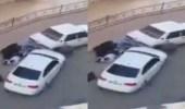 بالفيديو.. سائق يدهس أقارب طليقته 3 مرات