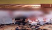 ضبط 40 شخصا داخل منزل في تجمع مخالف بخميس مشيط