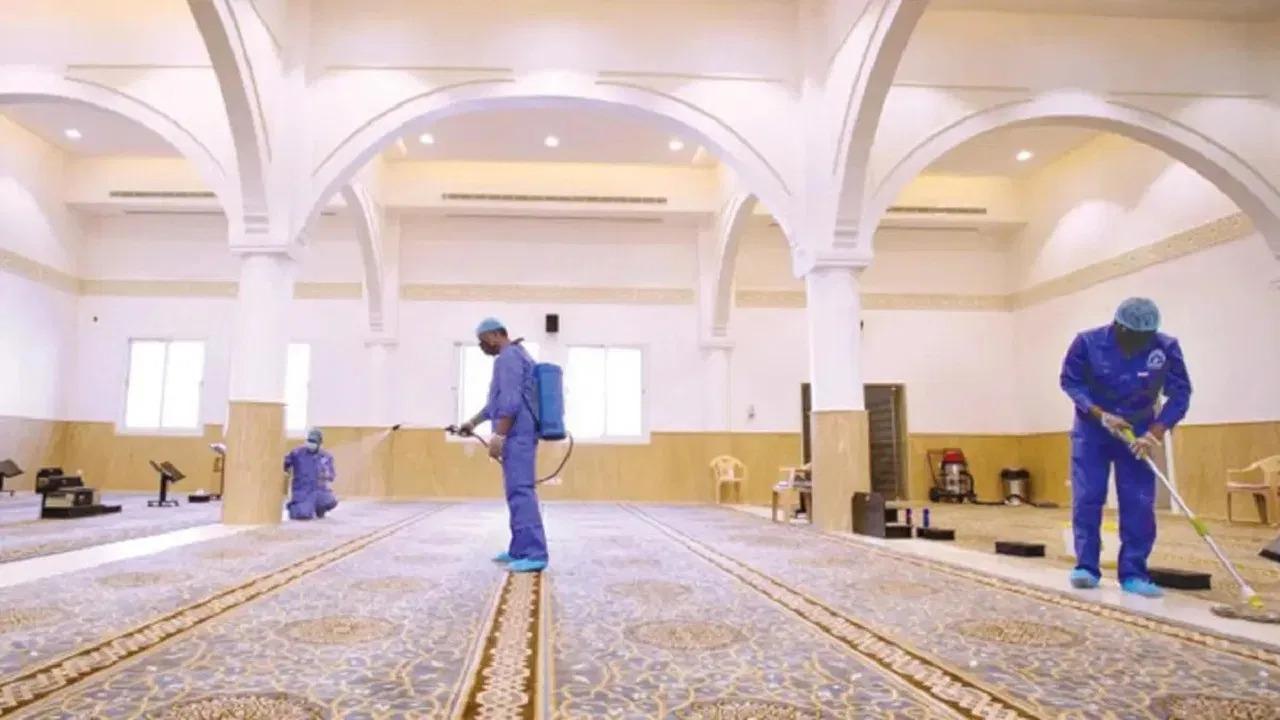 """""""الشؤون الإسلامية"""" تعيد افتتاح 4 مساجد بعد تعقيمها في 4 مناطق"""