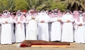 بالصور.. نائب أمير الرياض يؤدي صلاة الميت على سحمي بن شويمي