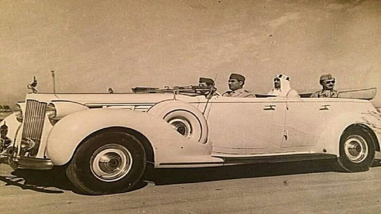 صورة نادرة للملك سعود أثناء زيارته العراق قبل 66 عام