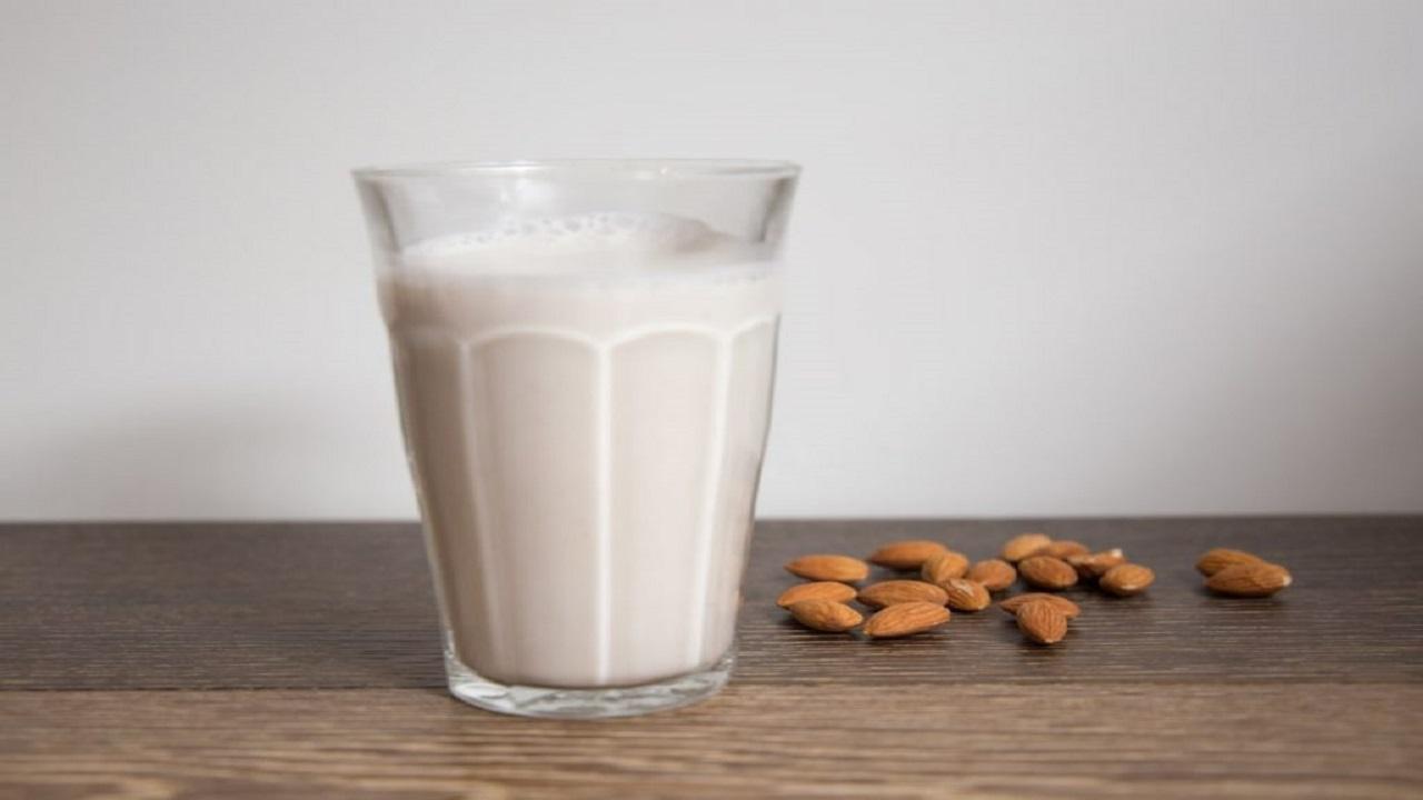 فوائد صحية لحليب اللوز