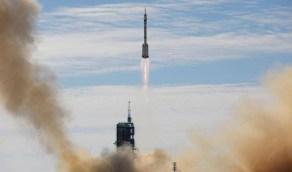 """فيديو..لحظة إقلاع أول رحلة """"مأهولة"""" إلى المحطة الفضائية الصينية"""