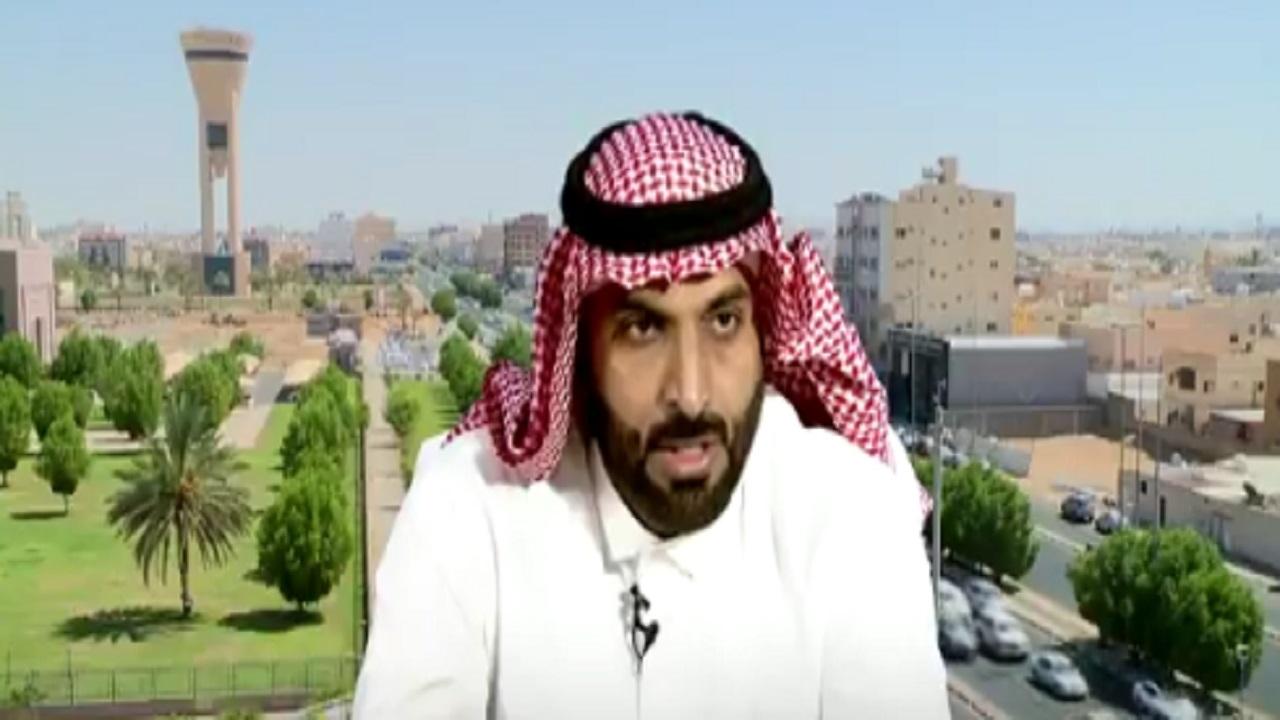 بالفيديو .. مواطن ينقذ طفلة سقطت في حفرة صرف صحي بتبوك