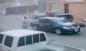 بالفيديو.. الاعتداء على شخص بالضرب في أحد شوارع حفر الباطن