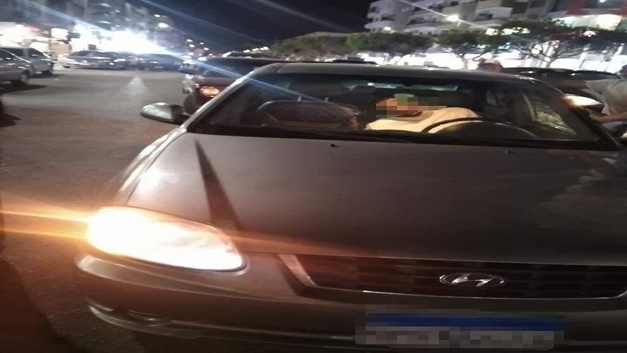 بالصور.. العثور على مواطن سعودي فاقد الوعي داخل سيارته في مصر