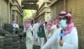 """بالفيديو .. مداهمة مستودعات الإطارات المغشوشة في شارع """" الغرابي """" بالرياض"""