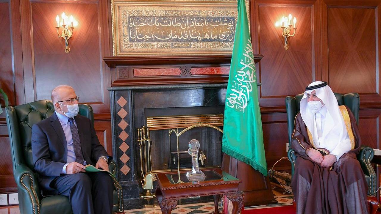 أمير تبوك يستقبل سفير باكستان لدى المملكة