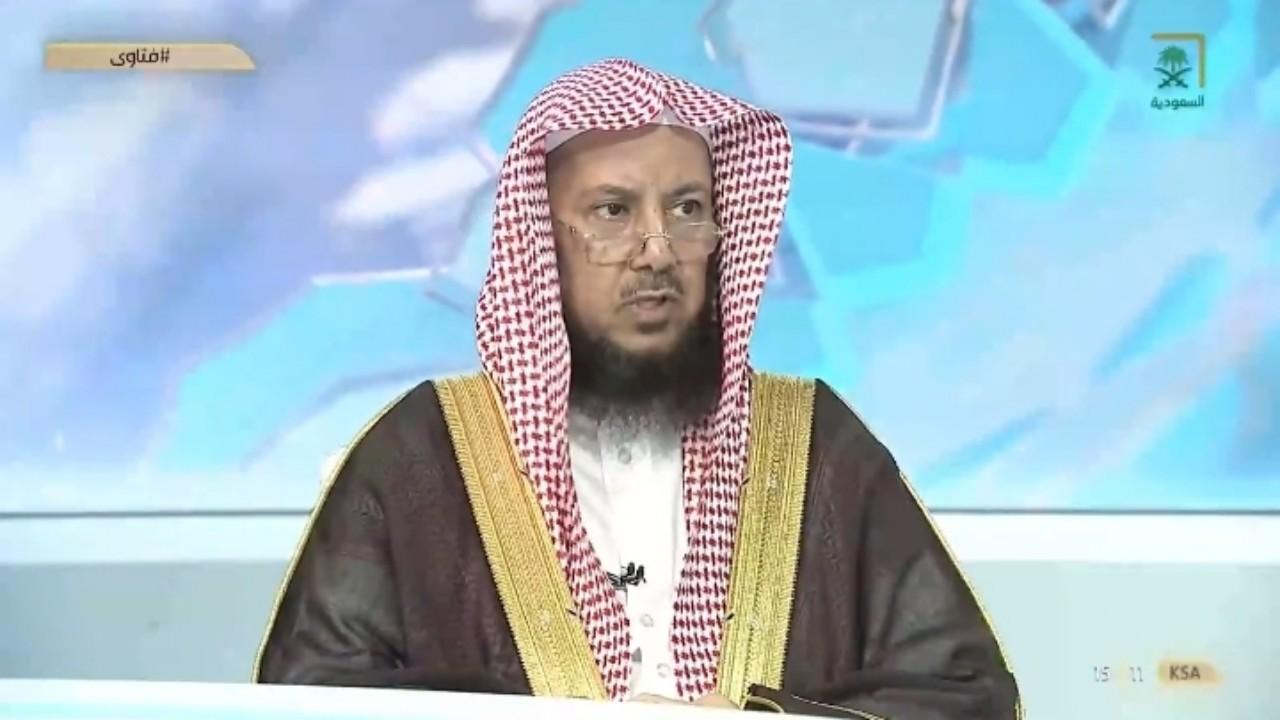 بالفيديو.. الشيخ «السليمان» يوضح حكم الصلاة بالحذاء