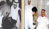صورتان تاريخيتان لخادم الحرمين خلال تبرعه بالدم
