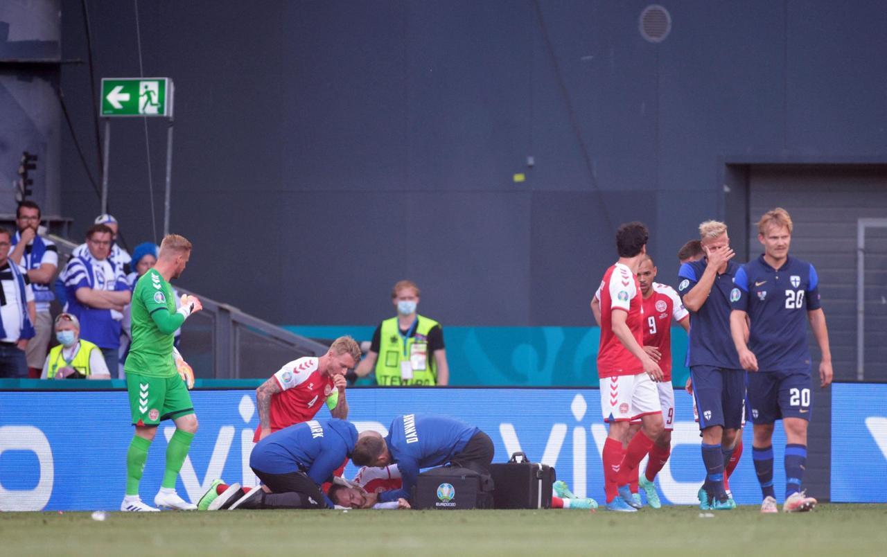 """بالفيديو.. تعليق مباراة الدنمارك وفنلندا بسبب سقوط لاعب الدنمارك """"اريكسن"""""""