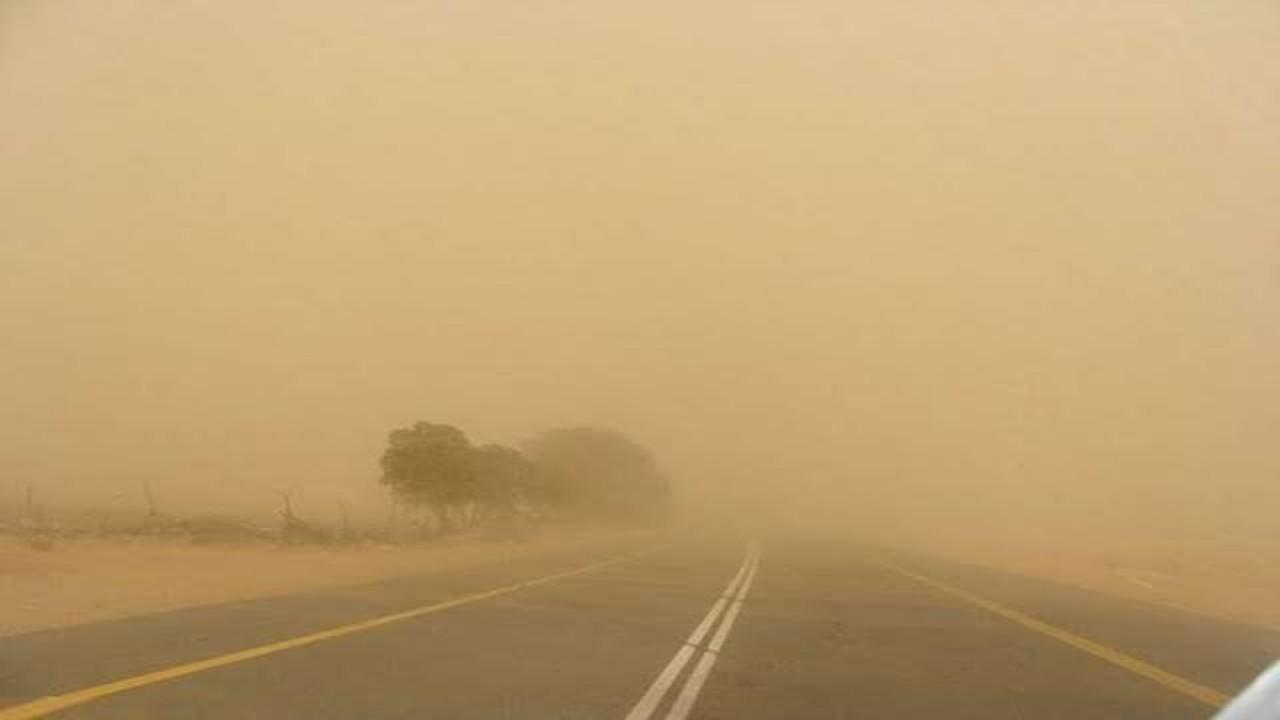 تحذير لمرتادي طريق «رابغ/ينبع السريع» من وجود عاصفة ترابية