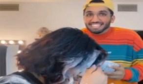 بالفيديو.. أحمد خميس يسكب طبقًا من الطحين في وجه زوجته