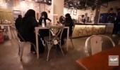 بالفيديو.. 3 صديقات يعملن في الصيدلة صباحًا ويُدرن مطعمًا مساءًا في الطائف
