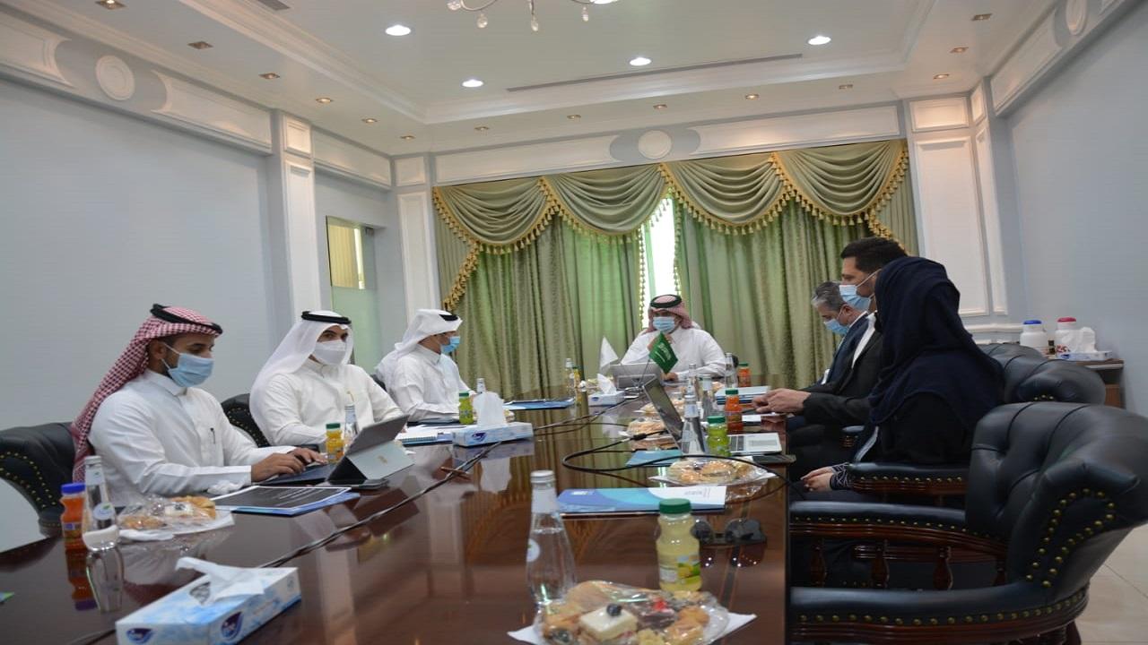 """جامعة الملك خالد تبحث تعزيز التعاون مع شركة """"أمازون"""" في مجالي الابتكار والذكاء الاصطناعي"""
