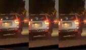 القبض على سائق بسبب شخص عالق في باب مركبته أثناء سيرها