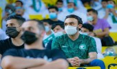 صور.. وزير الرياضة بين الجماهير لمؤازرة الأخضر