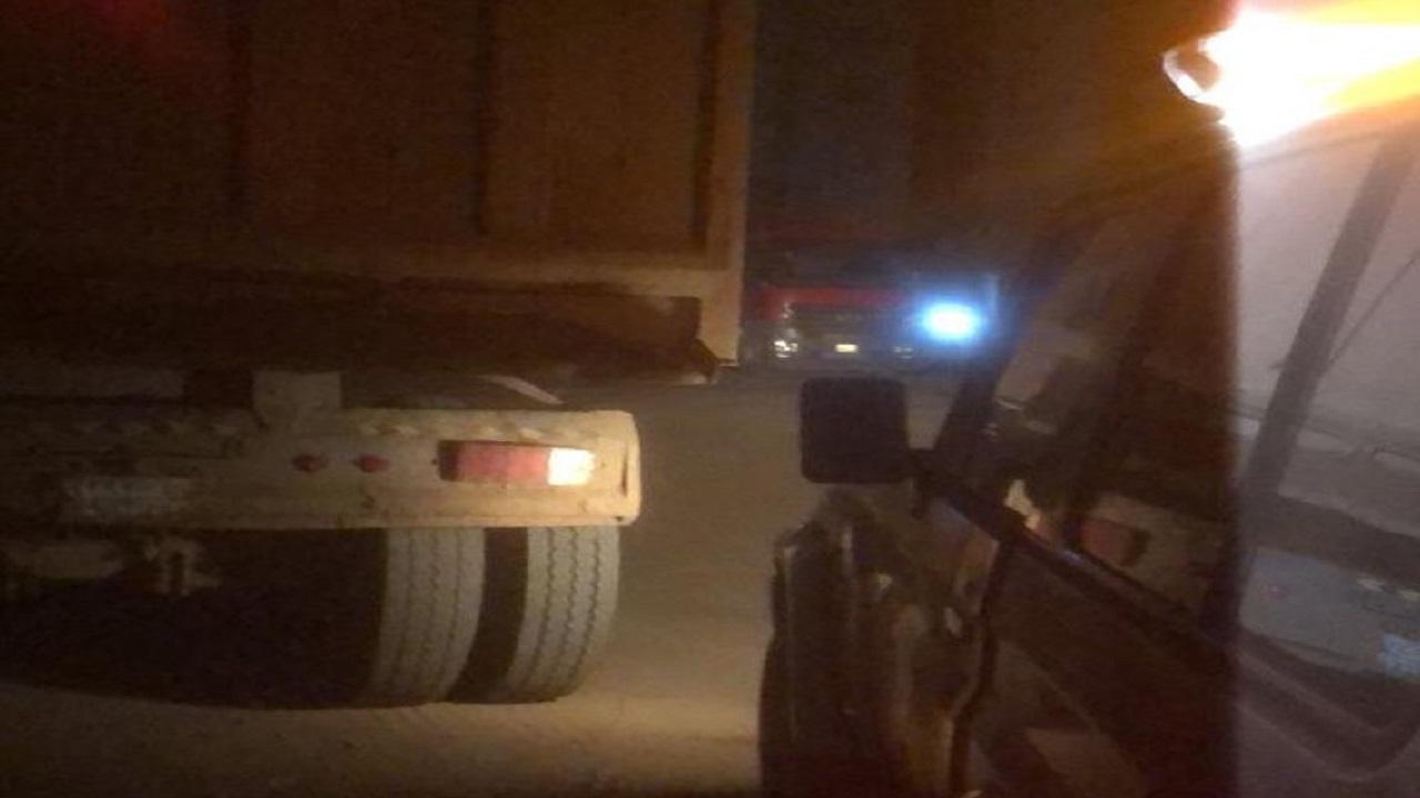 ضبط قائد شاحنة ارتكب مخالفات مرورية وعرض حياة المواطنين للخطر